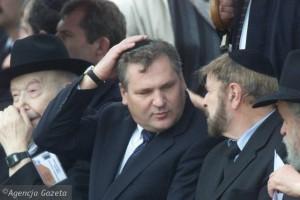 prezydent-kwasniewski-w-jedwabnem-w-2001-roku