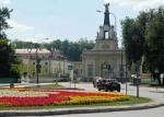 240px-Brama_pałacu_Branickich_i_rondo_Lussy_w_Białymstoku_(2010)