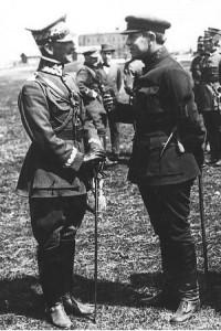 Symon Petlura i gen. Antoni Listowski wśród żołnierzy polskich – kwiecień 1920.