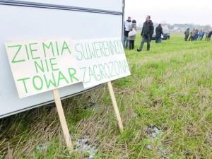 Ziemia-to-nie-towar-Suwerenność-Polski-zagrożona-300x225