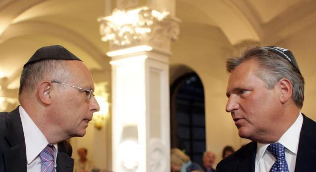 By³y prezydent Aleksander Kwaœniewski (P) i jeden z liderów Lewica i Demokraci Marek Borowski